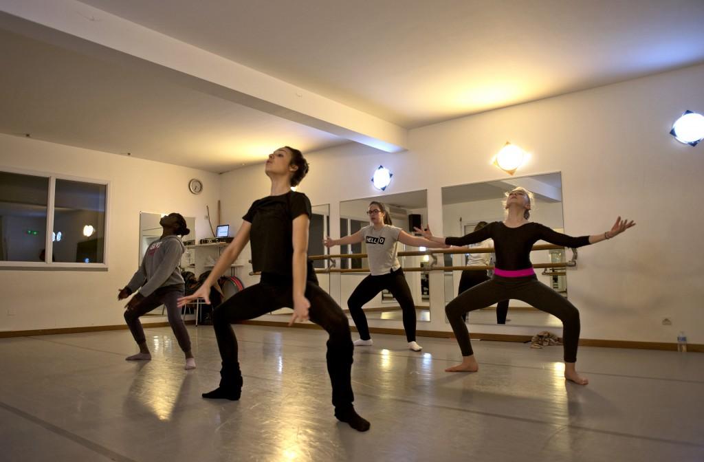 BÉRENGÈRE CONDOMINES- Journées Portes ouvertes à art Danses déc.16- Photo A Caravielhe -